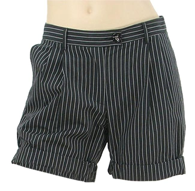Preload https://item2.tradesy.com/images/moschino-black-white-cheap-and-chic-pants-charcoal-pinstripe-minishort-shorts-size-6-s-28-1087176-0-0.jpg?width=400&height=650