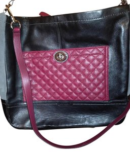 Coach Satchel in Black / burgundy leather