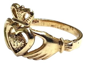 Claddagh ring in 10 Karat Yellow Gold
