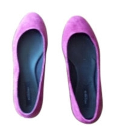 Preload https://item3.tradesy.com/images/ann-taylor-pink-flats-size-us-9-10882-0-0.jpg?width=440&height=440