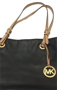Michael Kors Leather Jet Set Work Travel Weekend Tote in Black