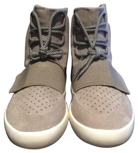Yezzy Size 11 100% Authentic Text me For fast response 9898907530 Via Pay Pal Grey Athletic