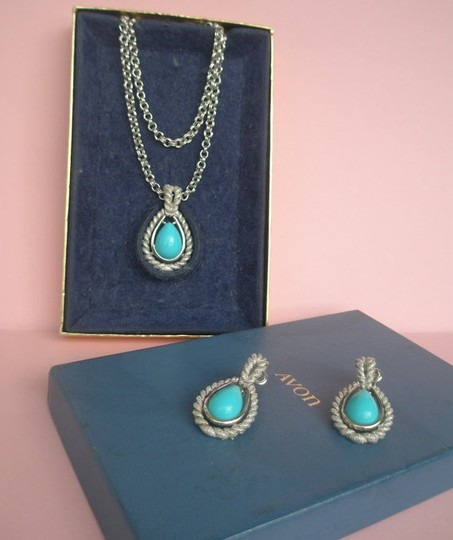 Avon Avon 70s Necklace / Earring set, faux turquoise stones, double silvertone chain,without original box, collectible, Greece.