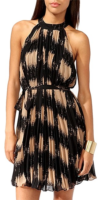 Preload https://item1.tradesy.com/images/forever-21-pleated-abstract-print-above-knee-cocktail-dress-size-8-m-1091300-0-0.jpg?width=400&height=650