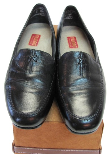 Preload https://img-static.tradesy.com/item/10919242/munro-american-black-width-ww-soft-footbed-very-good-condition-flats-size-us-7-extra-wide-ww-ee-0-1-540-540.jpg