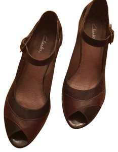 Clarks Two tone brown Pumps