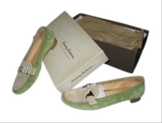 Preload https://item2.tradesy.com/images/tommy-bahama-green-bon-voyage-women-s-loafers-flats-size-us-7-regular-m-b-10921-0-0.jpg?width=440&height=440