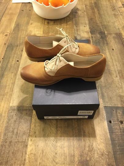 Thompson Oxford Oxford Perforated Perforated Made In Italy Italian Italian Loafers Italian Italy Tod's Loafers Chanel Chanel Beige/Camel Flats Image 2