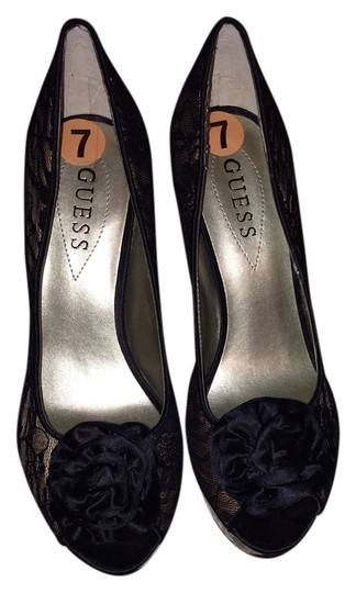 Preload https://item4.tradesy.com/images/guess-black-and-creme-lace-pumps-1093718-0-0.jpg?width=440&height=440