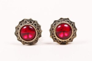 Vintage Red Brass Tone Cabochon Stone Round Clip On Earrings