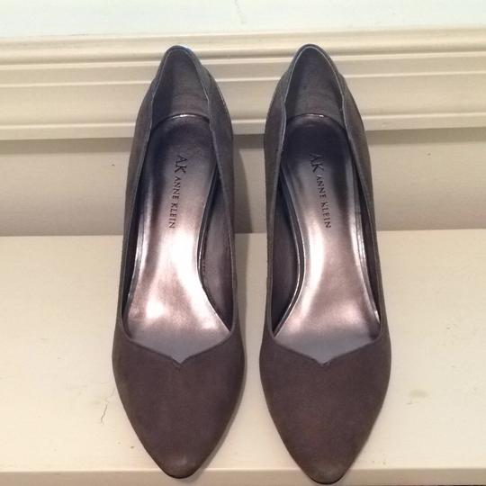Anne Klein Gray Pumps