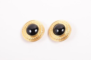 Vintage Gold Tone Black Cabochon Stone Decorative Edge Round Clip On Earrings