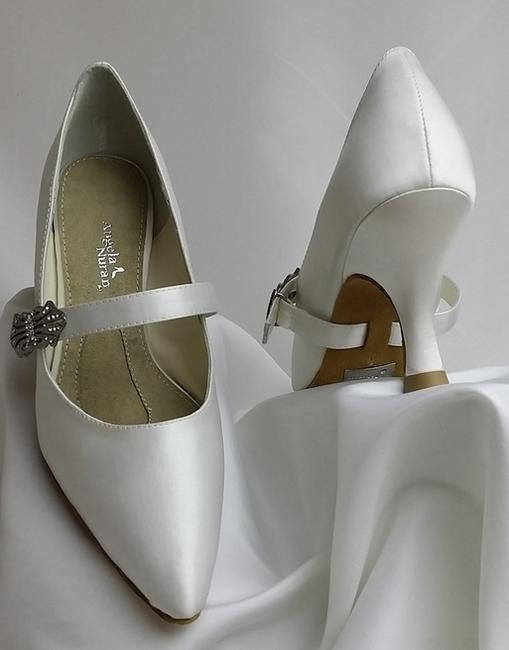 Item - White Virtue Dyed Pumps Size US 6