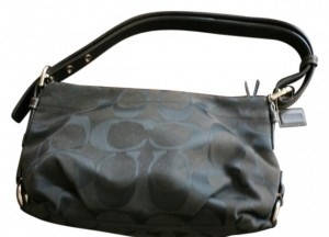coach Hobo Shoulderbag. Signature Design. Trimmed Leather Straps. Shoulder Bag