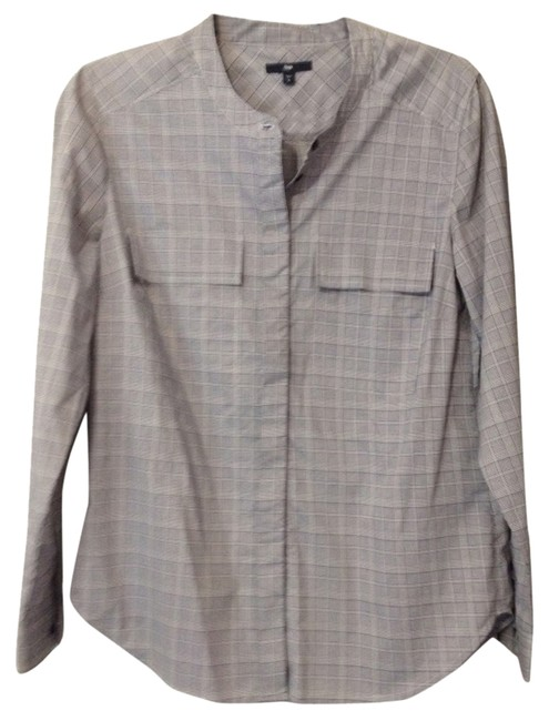 Preload https://item1.tradesy.com/images/gap-button-down-top-size-4-s-1099740-0-0.jpg?width=400&height=650