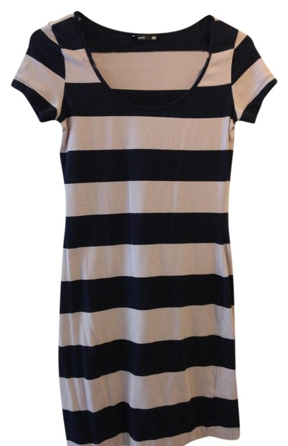 Preload https://item5.tradesy.com/images/h-and-m-navy-blue-and-pink-above-knee-short-casual-dress-size-2-xs-1100259-0-0.jpg?width=400&height=650