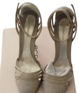 BCBGMAXAZRIA Tan/gold Sandals