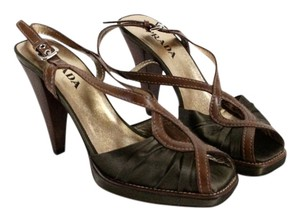 Prada Stylish Dressy Heel olive green and cognac Pumps