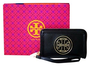 Tory Burch Tory Burch Amanda Smartphone Wristlet Wallet in Black Pebbled Leather