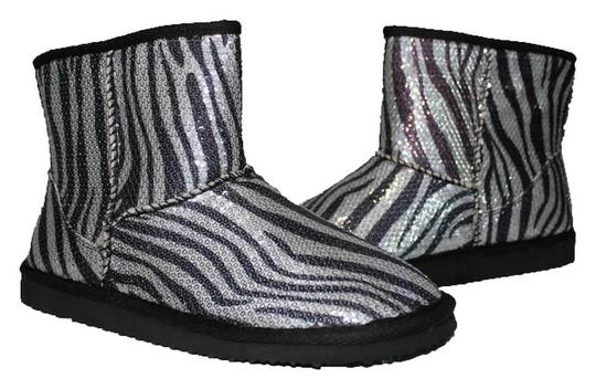 Preload https://item5.tradesy.com/images/unionbay-zebra-new-without-tags-faux-fur-lined-bootsbooties-size-us-7-regular-m-b-1101664-0-0.jpg?width=440&height=440
