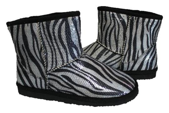 Preload https://item1.tradesy.com/images/unionbay-zebra-new-without-tags-faux-fur-lined-bootsbooties-size-us-8-regular-m-b-1101680-0-0.jpg?width=440&height=440