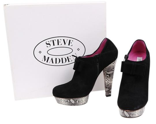 Preload https://img-static.tradesy.com/item/11020387/steve-madden-blackgray-suede-figgy-ankle-platform-bootsbooties-size-us-8-regular-m-b-0-1-540-540.jpg
