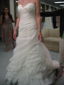 Casablanca Ivory Organza 2064 Traditional Wedding Dress Size 8 (M)