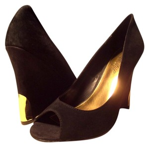 Fergie Pumps Peep-toe Pumps Black & Gold Wedges