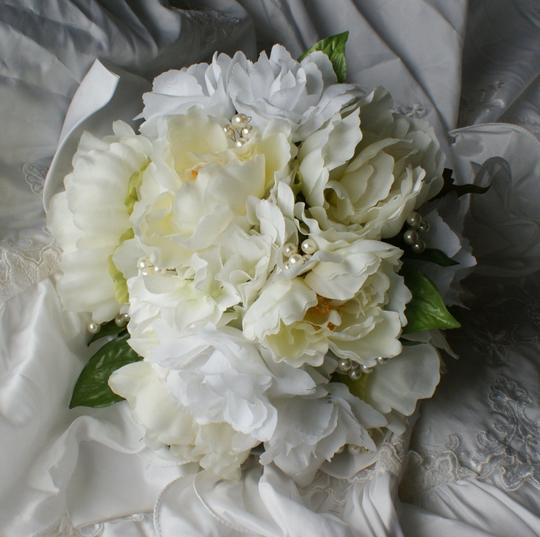 Preload https://item2.tradesy.com/images/ivory-and-white-rose-peony-bridal-bouquet-other-1103246-0-0.jpg?width=440&height=440