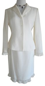 Tahari Tahari Arthur S.Levine GORGEOUS Skirt Suit with lace trims! NWOT! (8P)RN#106409