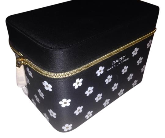 Preload https://item5.tradesy.com/images/marc-jacobs-new-daisy-makeup-storage-box-1103944-0-0.jpg?width=440&height=440