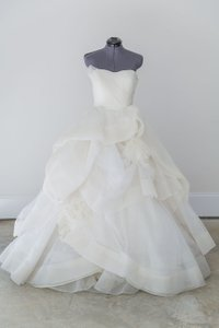Vera Wang Vera Wang Deluxe Katherine Gown Wedding Dress
