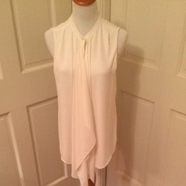 Preload https://item2.tradesy.com/images/h-and-m-white-blouse-size-8-m-1105871-0-0.jpg?width=400&height=650