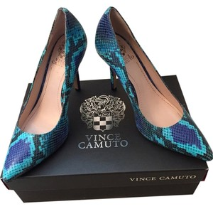 Vince Camuto Pacific, Aqua Pumps
