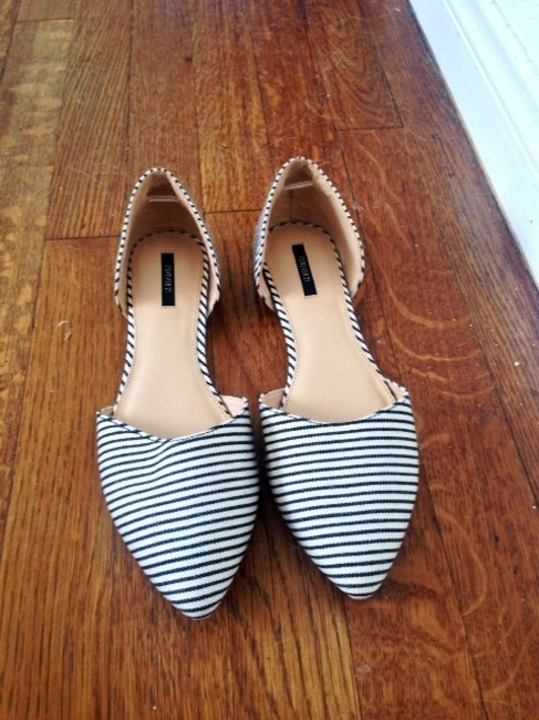 Item - Black/White Flats Size US 7.5 Regular (M, B)