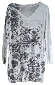 Fashion Magazine Knit Black And Floral Light Weight Sweater