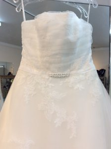 Enzoani Ivory Tulle Foyer Traditional Wedding Dress Size 10 (M)