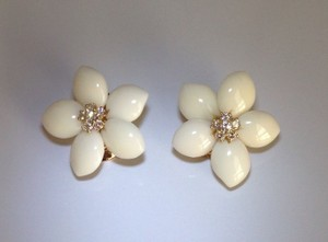 Van Cleef & Arpels Van Cleef & Arpels 18k Yellow Gold Angel Skin Coral Flower Diamond Earrings