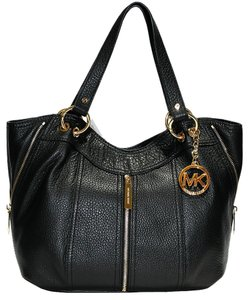 34697208dbef Michael Kors Moxley Bags, Wallets & more - Up to 70% off at Tradesy