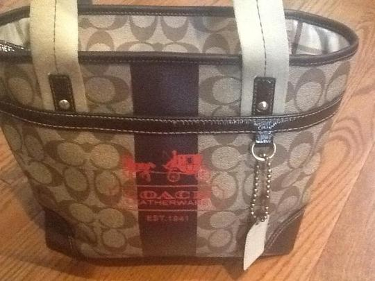 Coach Heritage Burberry Prada Tory Burch Gucci Tote in Brown Signature