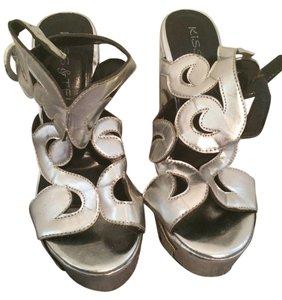 Kiss && Tell Silver Wedges