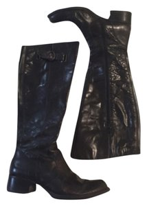 Brn Distressed Black Boots