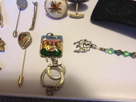 Other Misc clips, pins & key chains QTY 12
