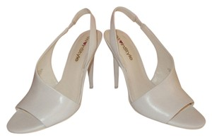 Nine West Peep Toe Size 5.5 White Sandals