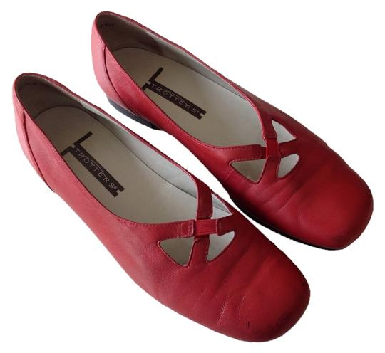 Preload https://item4.tradesy.com/images/trotters-red-mt3018-610-flats-size-us-75-regular-m-b-1111048-0-0.jpg?width=440&height=440