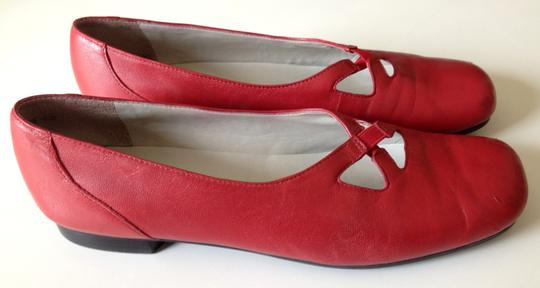 Trotters Leather Red Flats