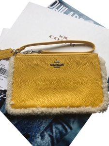 Coach Leather 889532078332 Nwt Wristlet in Banana Yellow / Natural