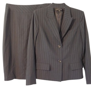 Anne Klein Anne Klein Classic Style Charcoal Pinstriped Skirt Suit Size 6