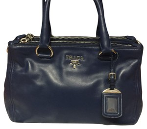 8e635d638545 Prada Leather Totes - Up to 70% off at Tradesy