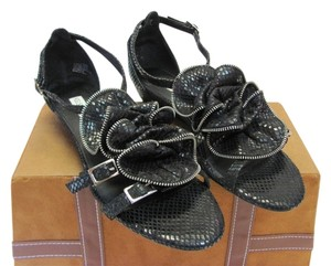 Kelsi Dagger Size 8.50 M Reptile Design Very Good Condition Black Sandals